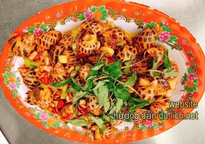 Đi Đà Nẵng nên ăn hải sản ở đâu ngon và rẻ: món ăn tại nhà hàng Cá Voi Xanh
