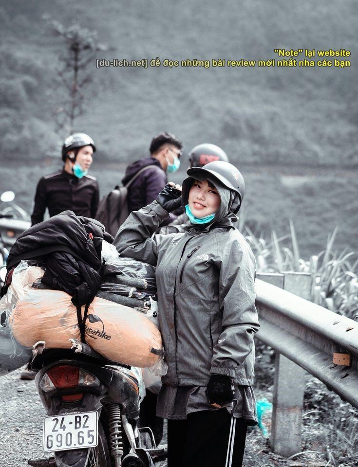 Trang phục lúc đi đường ở Hà Giang - chẳng cần đẹp nữa, cứ ấm và an toàn là được, có ai nhận ra mình đâu, hihi