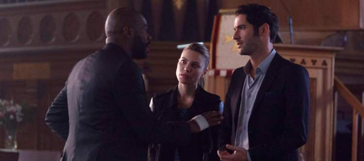 """LUCIFER: Lauren German (C), Tom Ellis (R) and guest star Colman Domingo in the """"A Priest Walks into a Bar"""" episode of LUCIFER airing Monday, March 21 (9:00-10:00 PM ET/PT) on FOX. ©2016 Fox Broadcasting Co. CR: Michael Courtney/FOX"""