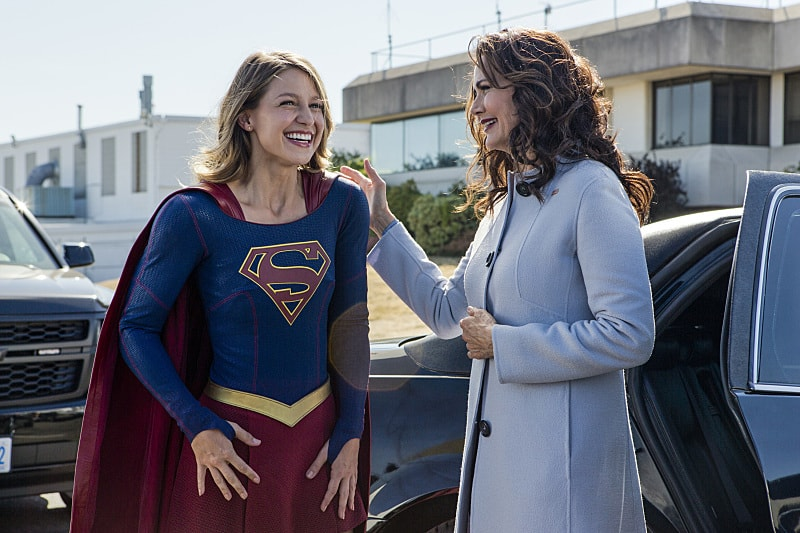 "Supergirl -- ""Welcome to Earth"" -- Image SPG203b_BTS_0273 -- Pictured: Behind the scenes with Melissa Benoist as Kara/Supergirl and guest Lynda Carter as President, Olivia Marsdin -- Photo: Bettina Strauss/The CW -- © 2016 The CW Network, LLC. All Rights Reserved"