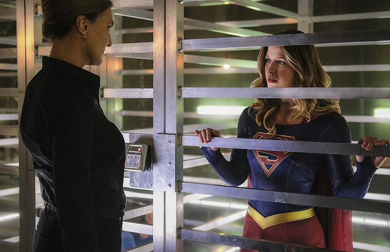 """Supergirl -- """"The Darkest Places"""" -- Image SPG207a_0091 -- Pictured (L-R): Brenda Strong as The Doctor and Melissa Benoist as Kara/Supergirl -- Photo: Robert Falconer/The CW -- © 2016 The CW Network, LLC. All Rights Reserved"""