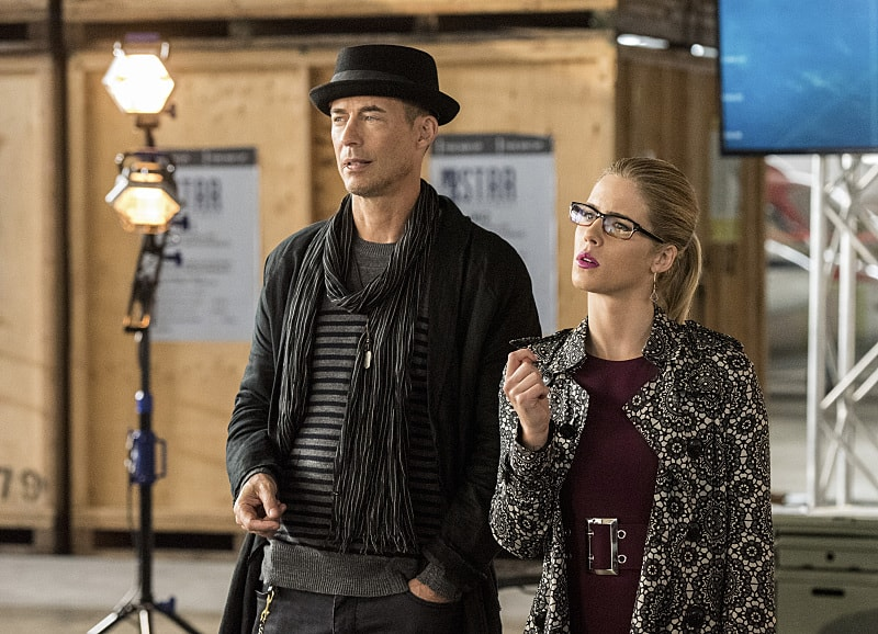"""The Flash -- """"Invasion!"""" -- Image FLA308b_0258b.jpg -- Pictured (L-R): Tom Cavanagh as Harrison Wells and Emily Bett Rickards as Felicity Smoak -- Photo: Dean Buscher/The CW -- © 2016 The CW Network, LLC. All rights reserved."""