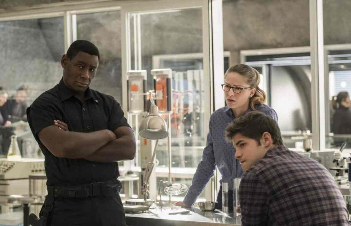 """Supergirl -- """"Luthors"""" -- Image SPG212b_0014 -- Pictured (L-R): David Harewood as Hank Henshaw, Melissa Benoist as Kara, and Jeremy Jordan as Winn Schott -- Photo: Cate Cameron/The CW -- © 2017 The CW Network, LLC. All Rights Reserved"""