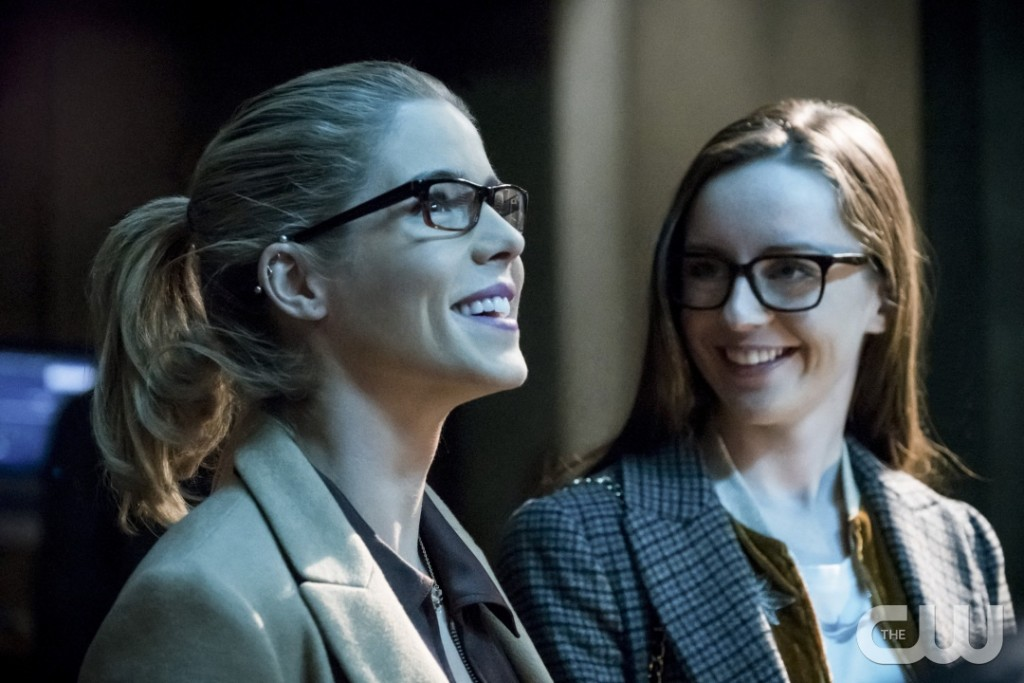"""Arrow -- """"Checkmate"""" -- Image AR516b_0032b.jpg -- Pictured (L-R): Emily Bett Rickards as Felicity Smoak and Kacey Rohl as Alena -- Photo: Katie Yu/The CW -- © 2017 The CW Network, LLC. All Rights Reserved."""