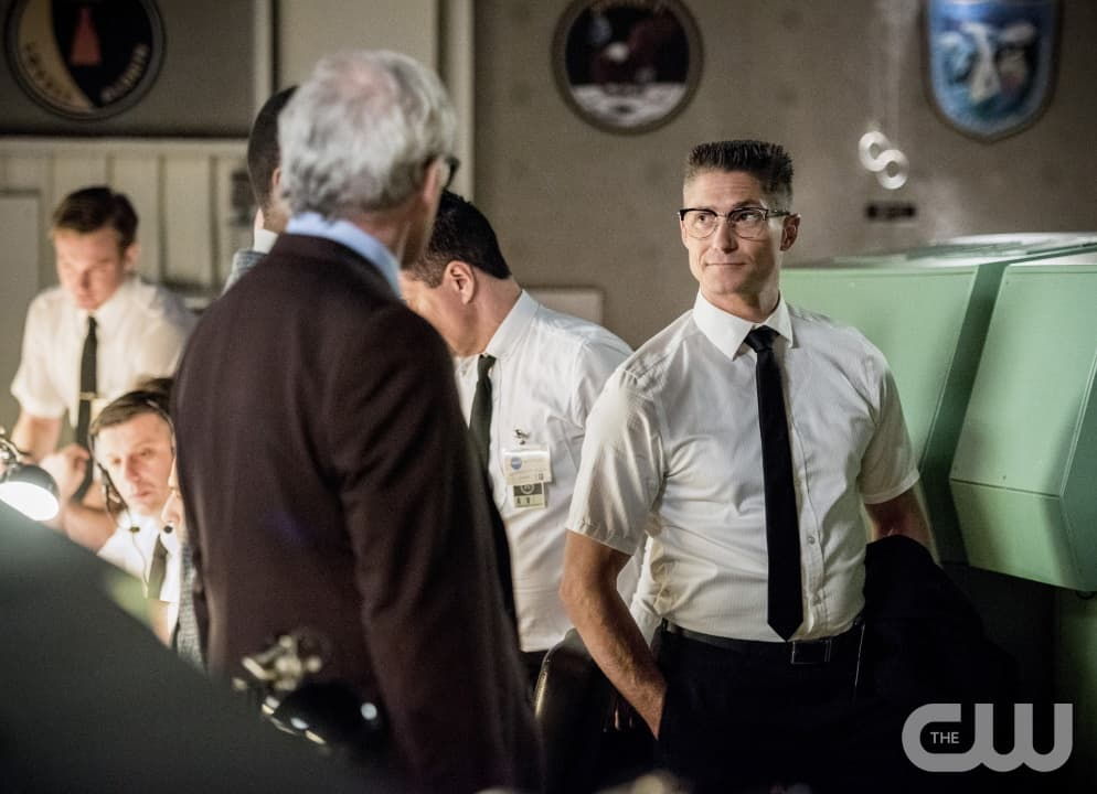 """DC's Legends of Tomorrow --""""Moonshot""""-- LGN214a_0108b.jpg -- Pictured (L-R): Victor Garber as Professor Martin Stein and Matthew MacCaull as Commander Steel -- Photo: Dean Buscher/The CW -- © 2017 The CW Network, LLC. All Rights Reserved"""
