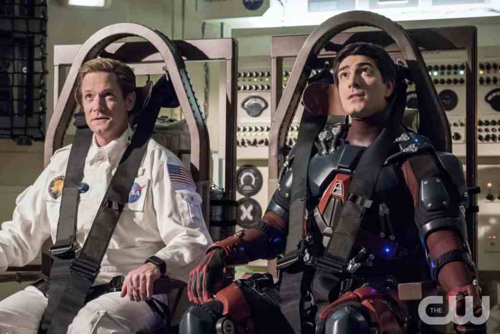 """DC's Legends of Tomorrow --""""Moonshot""""-- LGN214b_0317b.jpg -- Pictured (L-R): Matthew Letscher as Eobard Thawne and Brandon Routh as Ray Palmer/Atom -- Photo: Dean Buscher/The CW -- © 2017 The CW Network, LLC. All Rights Reserved."""