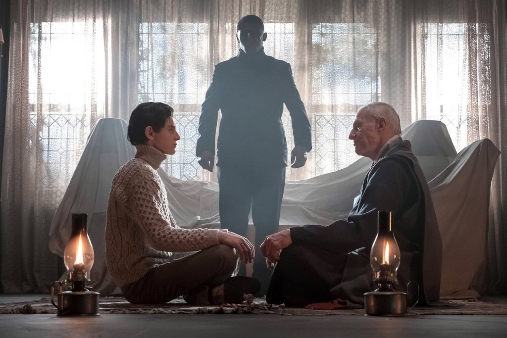 "GOTHAM: L-R: David Mazouz and guest star Raymond J. Barry in the ""Heroes Rise: All Will Be Judged"" episode of GOTHAM airing Monday, May 22 (8:00-9:01 PM ET/PT) on FOX. Cr: Jeff Neumann/FOX"