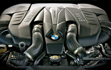 BMW TwinPower Turbo 8-cylinder petrol engine - V8 450hp 650Nm torque