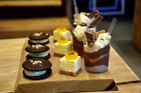 Dessert Platter - Freakshake, cheesecake, chocolate cookie ice cream sandwich