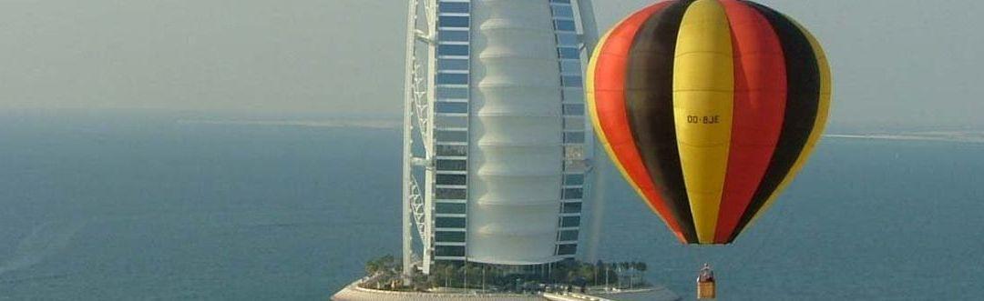 Ballonnal Dubai felett