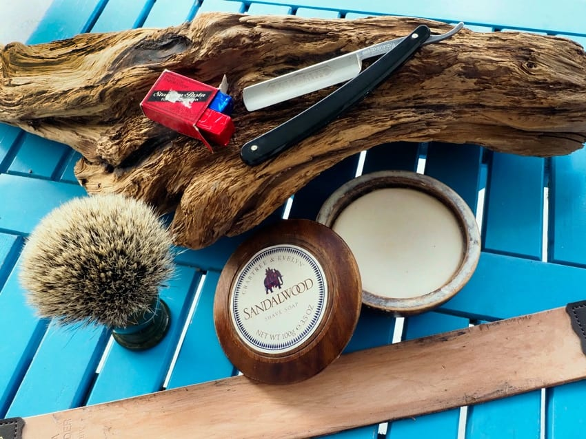 Self-sufficient - self-sufficiency when shaving