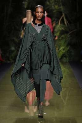 balmain-fashion-week-spring-summer-2017-paris-womenswear-032