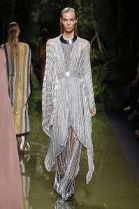 balmain-fashion-week-spring-summer-2017-paris-womenswear-046