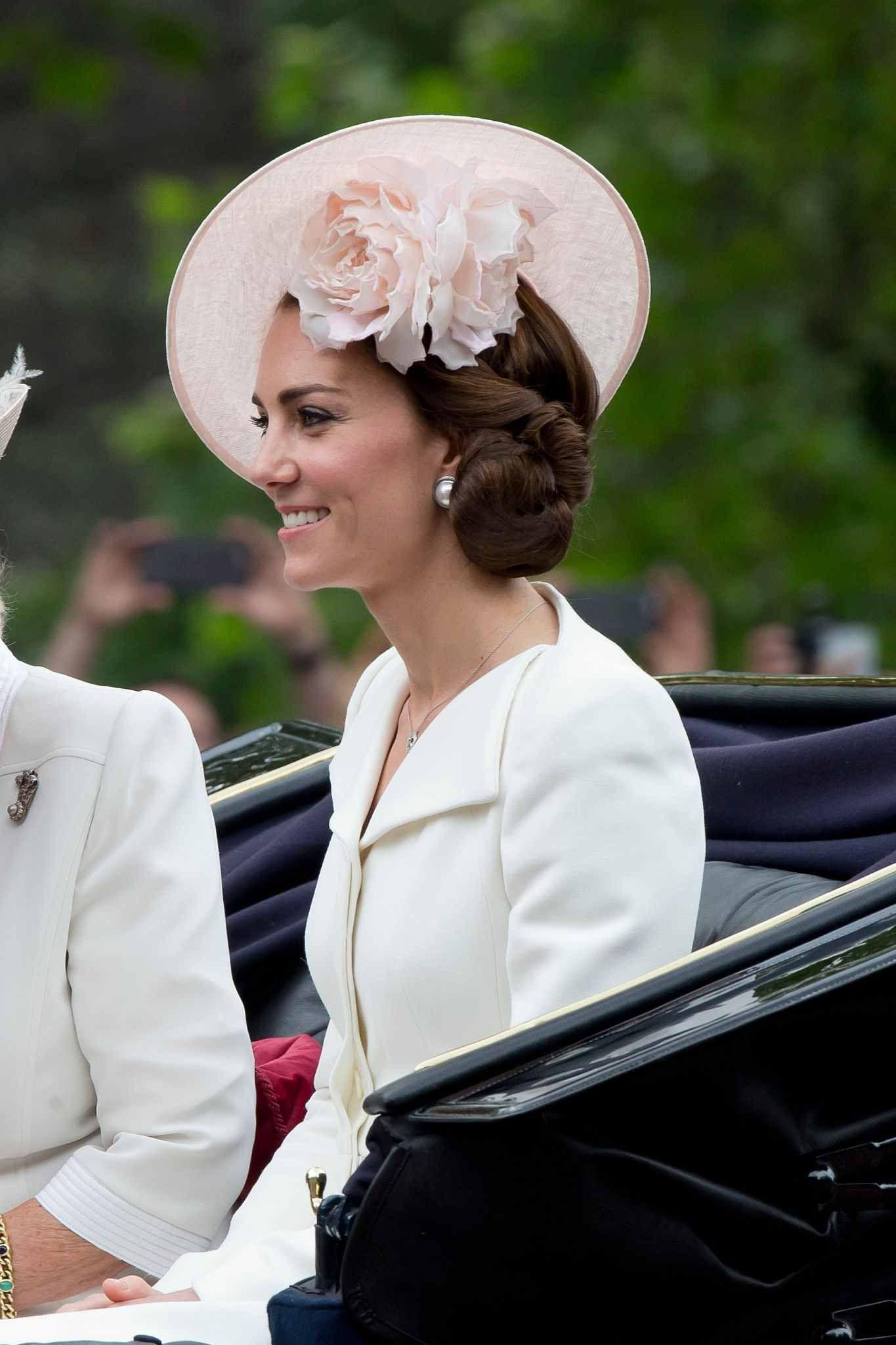 Duchess Kate fitandflare cream coat dress by Alexander