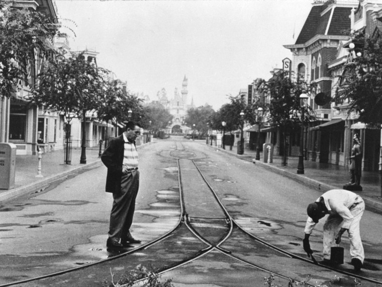 Walt in Disneyland: Park Construction