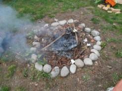 Ogień smętnie płonie