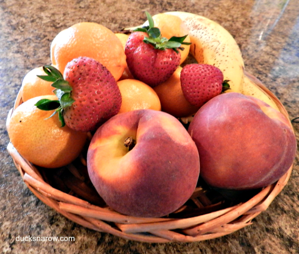 Clean fruit can still come with those nasty little pests - fruit flies. Here is how to get rid of them! #tips