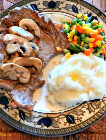 Easy steak recipe with mushrooms and wine sauce