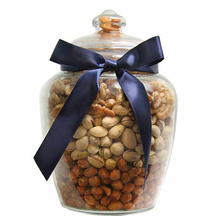 Nuts in a pretty glass jar with a blue ribbon #DIY #gifts