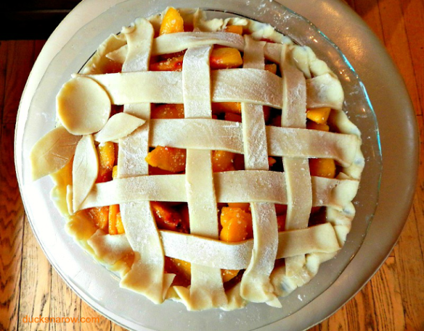 Make the most gorgeous lattice pie crust with peach decoration #bakingtips