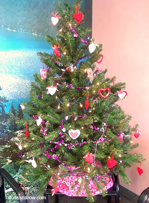 Decorate your artificial Christmas Tree with pink, purple, red and white hearts to turn it into a pretty Valentine tree! #homedecor