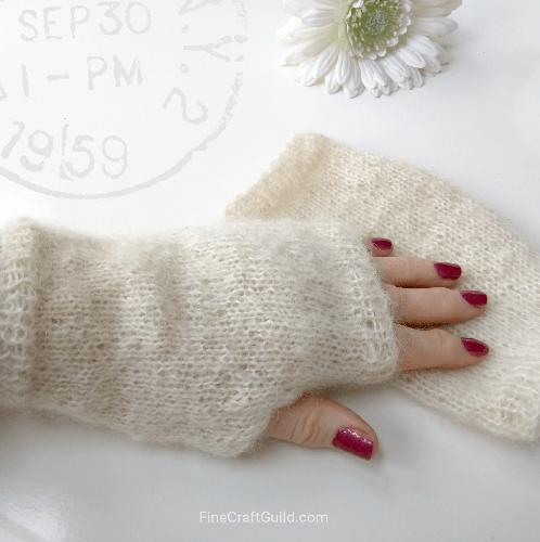 Fun pattern to knit - fingerless gloves #crafts