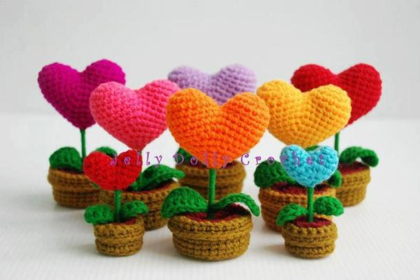 Make 3-D heart bouquets and crocheted flowers in pots #crochet