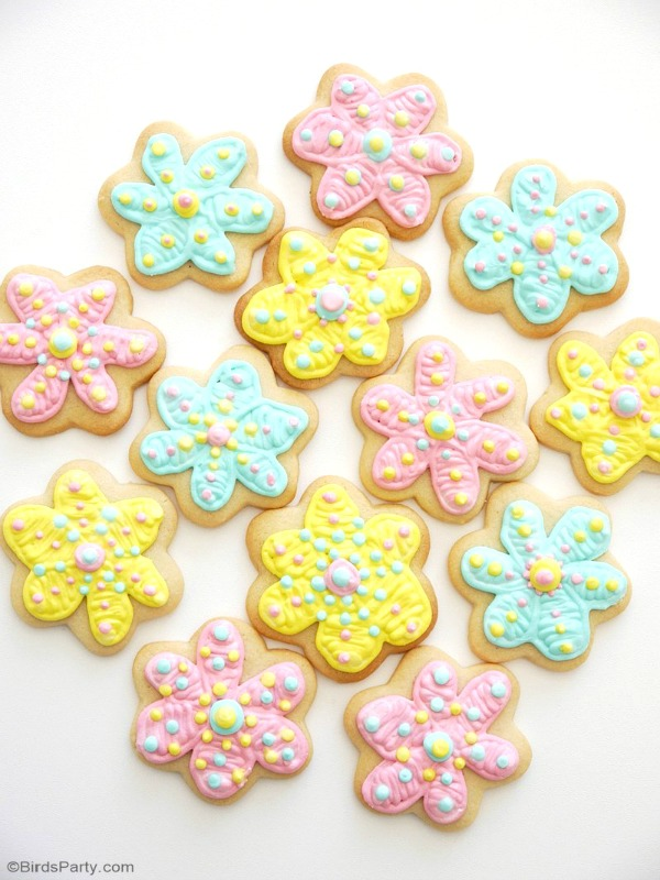 How to decorate flower shaped sugar cookies the easy way #tips
