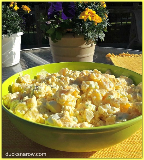 Mom's homemade potato salad is perfect for picnics and cookouts #recipes