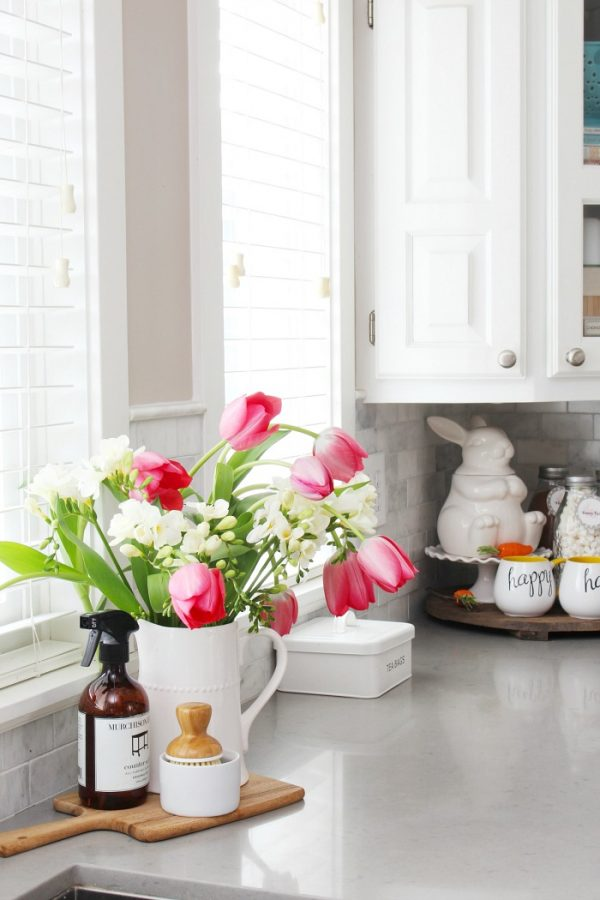 Simple kitchen decorations from Clean and Scentsible