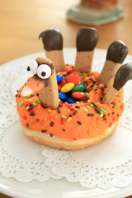 Turkey donuts for a fun holiday treat #Thanksgiving