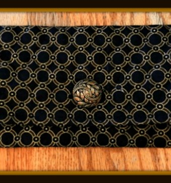 Elegant DIY makeup bag made from black and gold quilted fabric #sewing #crafts