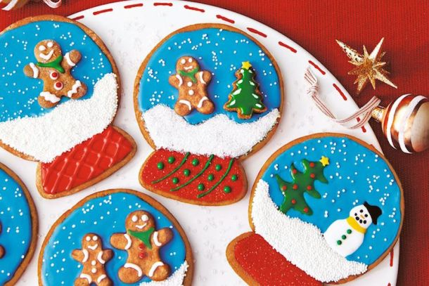 Make Snow Globe Cookies for your craft-time with your kids!