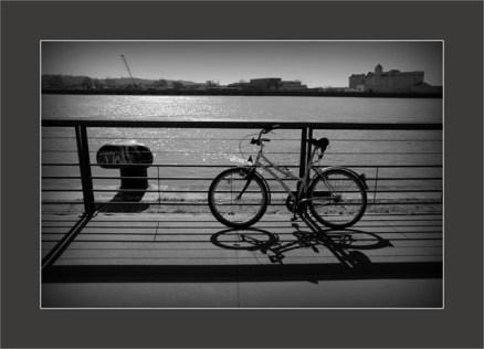 BLOG-DSC_5048-vélo sur garonne N&B