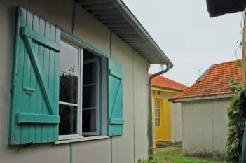 CP-DSC_2870-ruelle volets turquoises & jaunes Grand Piquey