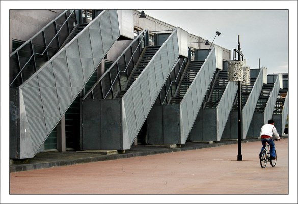 CP-DSC_3723-escaliers & cycliste