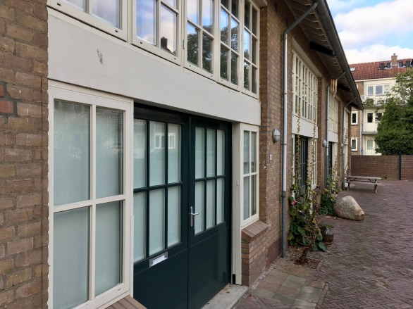 Negen gerenoveerde ateliers, Jacob van Campenlaan, Hilversum. Onderdeel van het 25e woningbouwcomplex. Foto Peter Veenendaal.