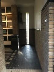 Westerveld, 2e columbarium met binnentuin en bronzen beeld.