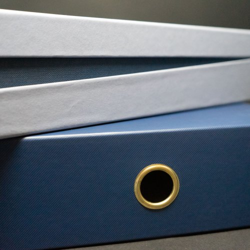 Boîte, fond et couvercle en trois parties inclinées