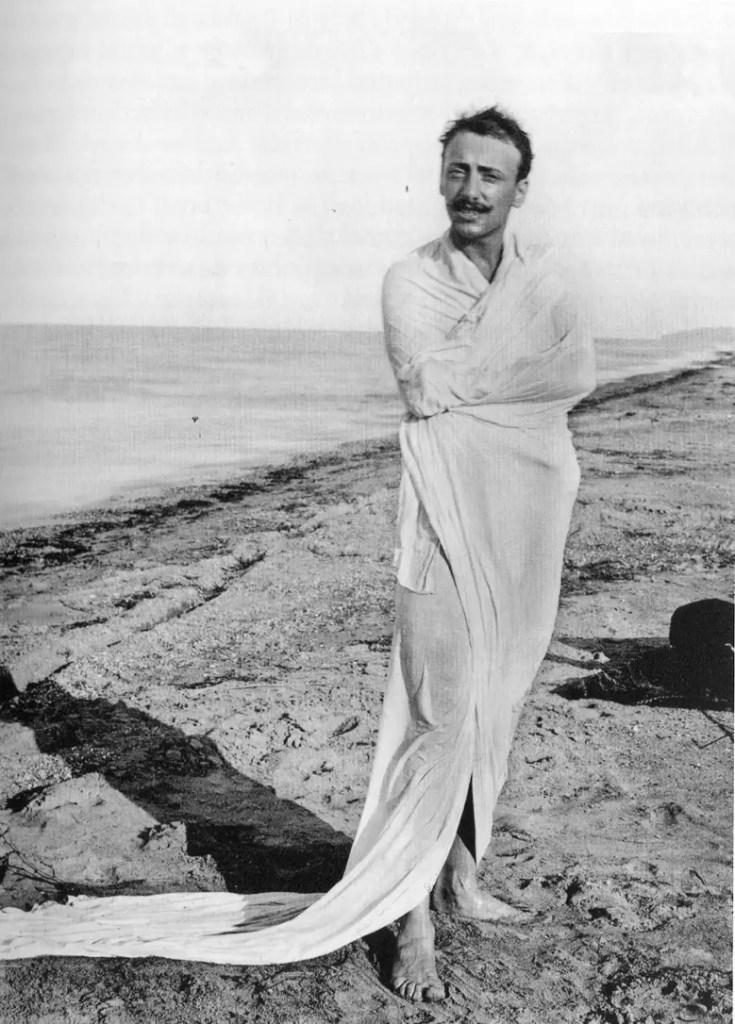 Gabriele D'Annunzio, foto sulla spiaggia