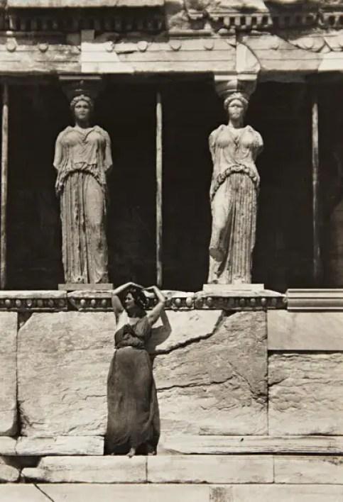 Isadora Duncan nell'acropoli di Atene