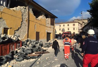 2016-08-24T062657Z_967858884_S1BETXFSKNAA_RTRMADP_3_ITALY-QUAKE