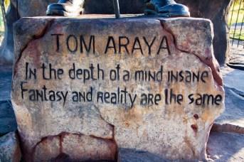 Tom-Araya-do-Slayer-vira-estatua-em-Zoologico-3