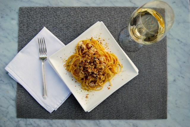Spaghetti pesce spada con pistacchi