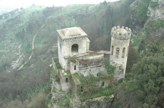 Image from http://customitalytours.wordpress.com/2012/06/26/segesta-erice-marsala/