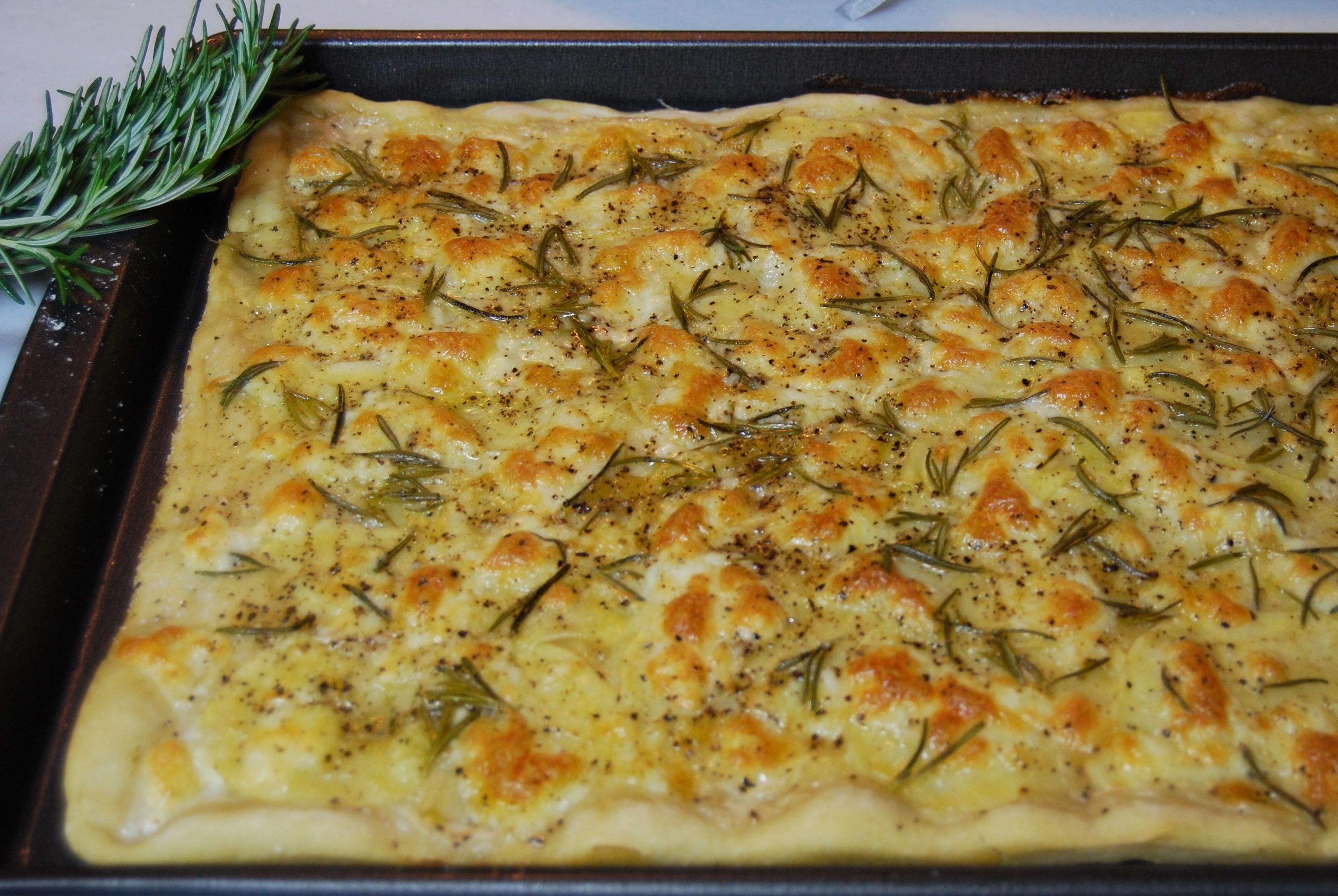 Pizza con le patate Rosemary Potato Pizza  Due Spaghetti