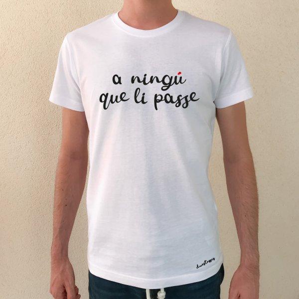 samarreta-blanca-xic-a-ningu-que-li-passe