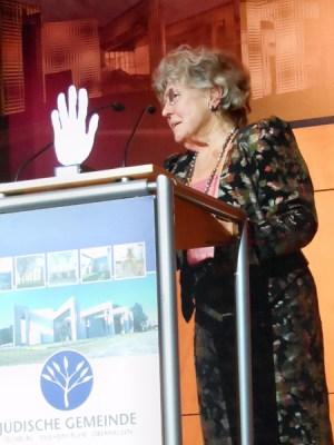 Für ihr Engagement erhielt sie den Preis für Toleranz und Zivilcourage: Helga Maria Poll bei ihrer Dankesrede