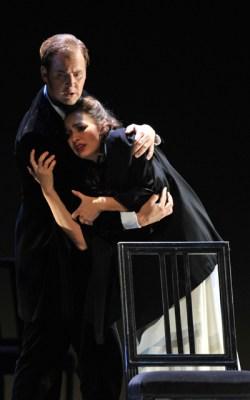 Jussi Myllys (Alfredo Germont), Brigitta Kele (Violetta Valéry) Foto: Hans Jörg Michel
