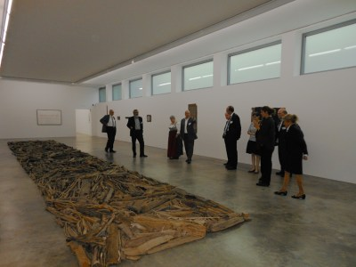 Msueumsgründer Klaus Maas (Mitte) führte eine von drei Gruppen durch sein Museum. Foto: Petra Grünendahl.
